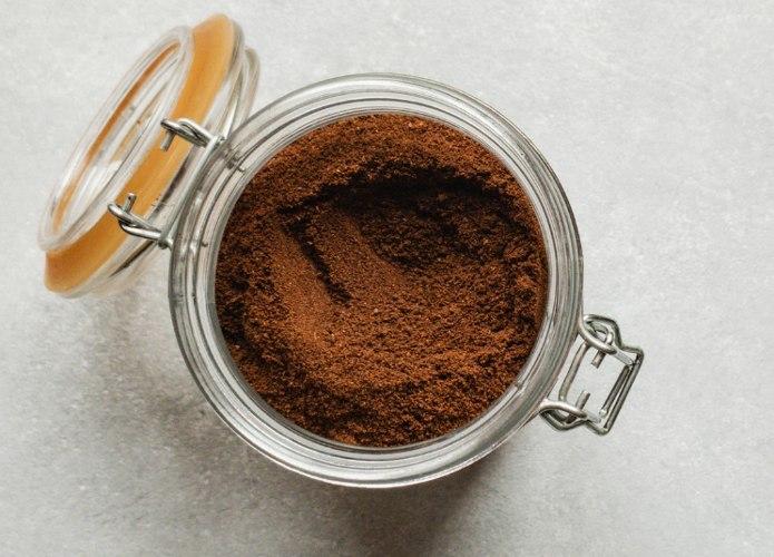 Espresso powder in a container
