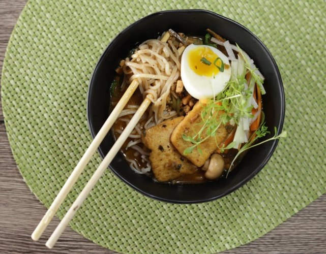 Asian noodle dish with bean sprouts and egg with tofu